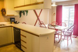 Slopeside Condo 702 Kitchen and Dining